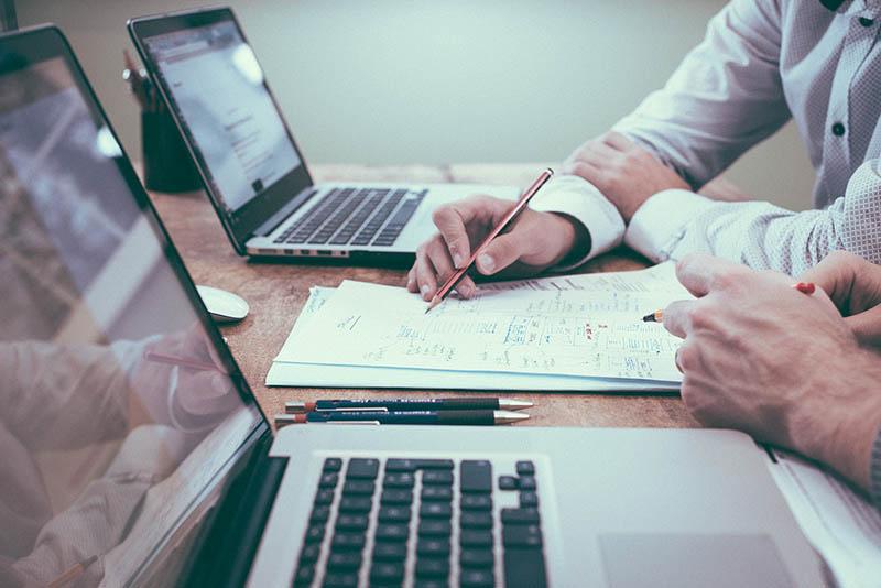 Assistência jurídica, fiscal e financeira